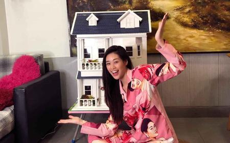 Khánh Vân diện pijama siêu đáng yêu, hoạ tiết trên bộ đồ quả là đố ai bắt chước được!