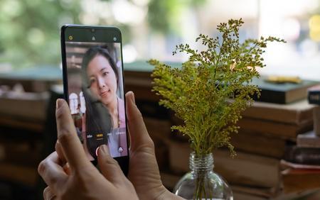 Dùng thử camera trước 44 MP chưa từng có trên smartphone của OPPO Reno 3