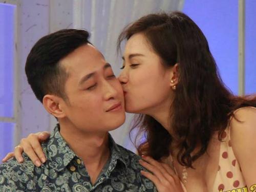 DV 'Hôn nhân trong ngõ hẹp' hôn bạn diễn trên truyền hình