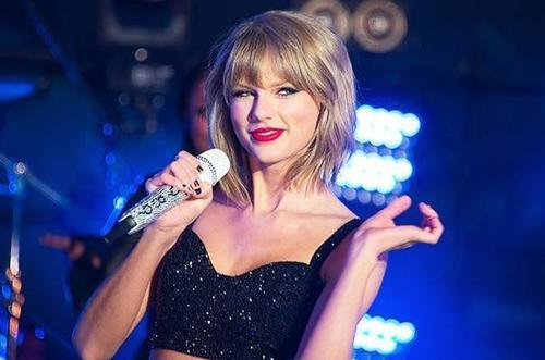 Taylor Swift từ chối cát-xê 2 triệu USD hát đám cưới