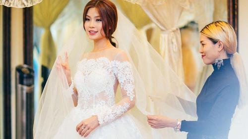 Vắng ông xã doanh nhân, Á hậu Diễm Trang lẻ loi đi thử váy cưới