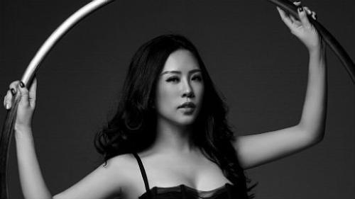 Hoa hậu Thu Hoài tung bộ ảnh đầy sức sống chào năm mới