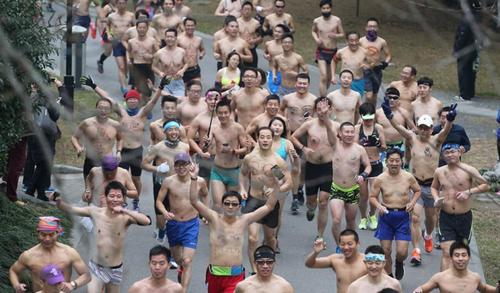Mát mẻ mặc đồ lót đi chạy bộ ở Trung Quốc