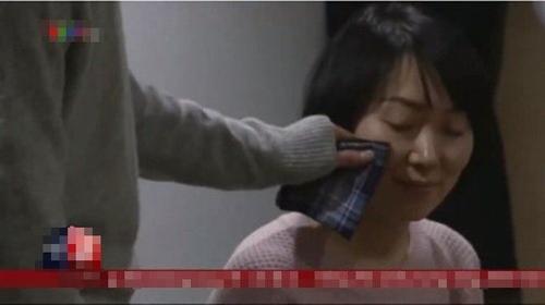 Kỳ lạ dịch vụ thuê 'soái ca' lau nước mắt của phụ nữ Nhật