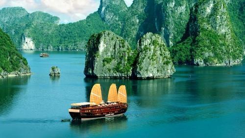 Hạ Long đẹp mê hồn trong clip hành trình khắp thế giới