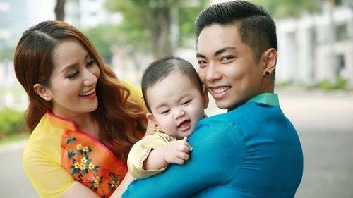 Kubi nhà Khánh Thi - Phan Hiển: 'Hoàng tử nụ cười' đáng yêu nhất Vbiz