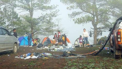 Việt Nam đầy rác sau kỳ nghỉ lễ, các 'nhà bảo vệ môi trường' đang nơi đâu?