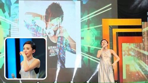 Clip: Tóc Tiên rớt nước mắt song ca cùng Wanbi Tuấn Anh qua màn hình điện tử