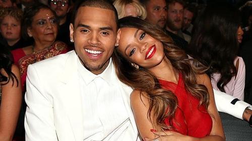 'Người tình bạo lực' Chris Brown quyết tâm theo đuổi Rihanna sau khi biết tin cô độc thân