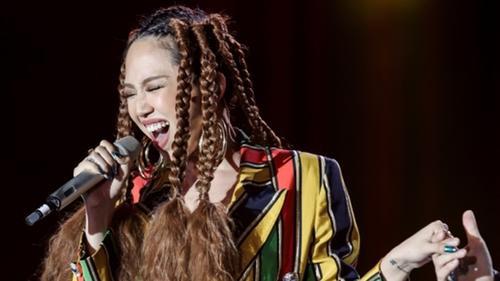 Tóc Tiên xuất hiện cùng mái tóc độc lạ trên sân khấu concert Noo Phước Thịnh