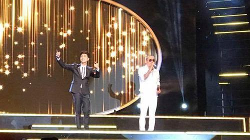 HOT: Noo Phước Thịnh hát live cực hay 'Tình yêu lung linh' cùng Tuấn Hưng