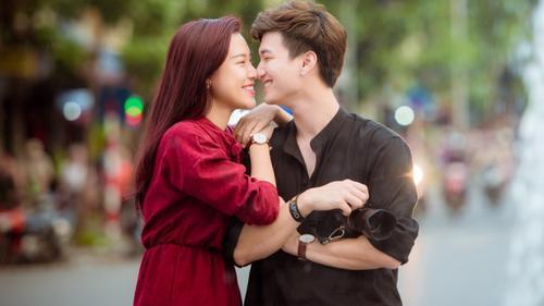 Ai bảo tình yêu giới nghệ sĩ không bền lâu, người đó chưa biết Hoàng Oanh và Huỳnh Anh!