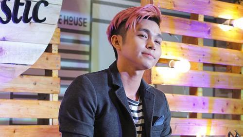 Jun Phạm hát loạt hit, hướng dẫn cách yêu trong đêm nhạc đầu tiên