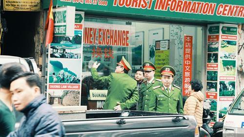 Sau Sài Gòn, tới Hà Nội xử lý mạnh tay các hộ kinh doanh lấn chiếm vỉa hè