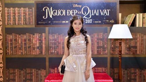 Hoàng Yến hóa công chúa trên thảm đỏ ra mắt phim 'Người đẹp và quái vật'