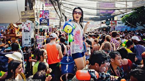 Lễ hội Songkran 2017: Không súng nước, không rượu, không hở hang