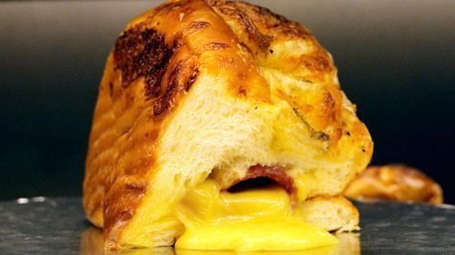 Real Cheese - loại bánh gây nghiện khiến các tín đồ phô mai không thể làm ngơ