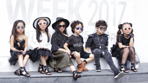 #Day2: Dàn fashionista nhí 'chẳng là nắng mà vẫn chói chang' với street style đáng yêu muốn xỉu!