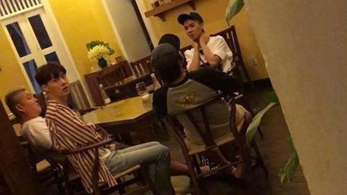 Clip Kyuhyun (Super Junior), Mino (Winner) và Ahn Jae Hyun thảnh thơi ngồi ăn tối tại Hà Nội