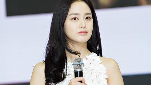 Kim Tae Hee vẫn tất bật với công việc dù đang mang thai