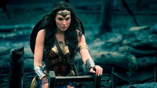 Đúng như dự đoán, 'chị Đại Wonder Woman' đã thống trị phòng vé với loạt kỷ lục