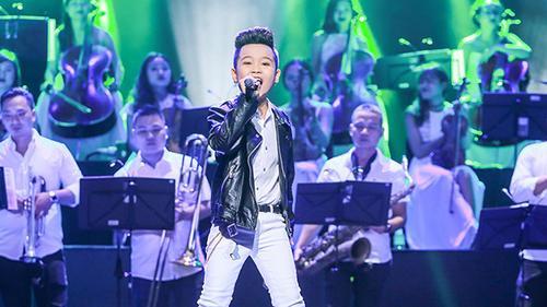 Quán quân Giọng hát Việt nhí Nhật Minh ngày càng chững chạc, làm chủ sân khấu cực tốt