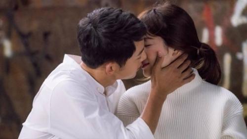 'Tình bể bình' trong 'Hậu duệ mặt trời' thế này, Song - Song không yêu mới lạ!