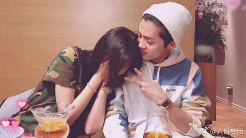 Hậu công khai tình yêu, Quan Hiểu Đồng 'cứa nát' trái tim fan girl Luhan khi đăng ảnh cả hai tình tứ