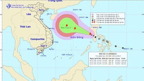 Nam Trung bộ chưa khắc phục xong hậu quả lũ lụt, lại có bão số 13 đang tăng cấp cực mạnh