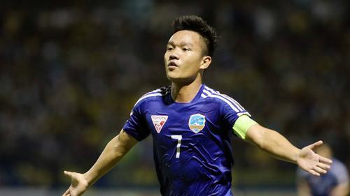 Tuyển thủ Đinh Thanh Trung: 'Các đội bóng của bầu Hiển đá với nhau rất máu ăn thua'
