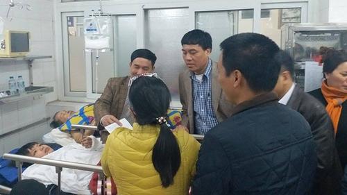 Vụ sập lan can ở Bắc Ninh: 'Lan can đổ, em cùng hơn 10 bạn rơi xuống đất, có mấy bạn ngất xỉu'
