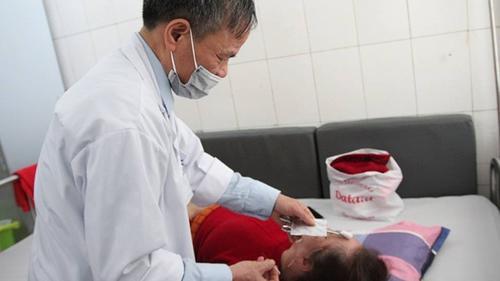Rét đậm, nhiều người nhập viện vì méo mồm, trợn mắt