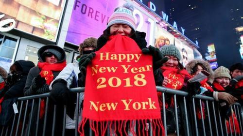 Trời rét căm căm, người Mỹ vẫn đổ ra đường đón năm mới