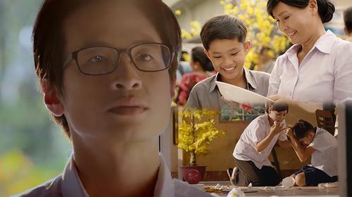 Chỉ với câu nói 'Mẹ ơi, con về rồi', Hà Anh Tuấn đã lấy nước mắt người xem trong phim ngắn đầy ý nghĩa về Tết