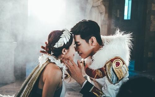 Không phải Thái Trinh, Quang Đăng tình tứ cùng 'bạn gái' mới dịp Valentine này
