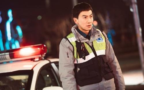 'Hươu cao cổ' Lee Kwang Soo hóa cảnh sát vũ trang, quyết thay đổi hình tượng trong phim mới