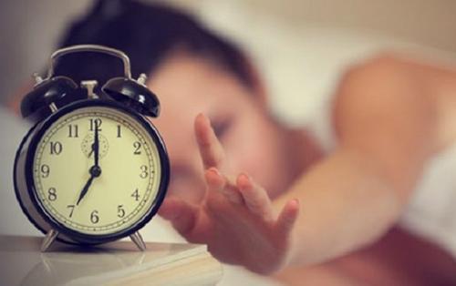 Trò chơi ác mộng của sinh viên: Ngủ thêm 5 phút thôi nhưng mở mắt ra ...
