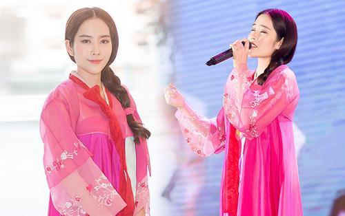 Hậu 'lùm xùm' tình cảm, Nam Em tươi tắn mặc Hanbok lên sân khấu trình diễn
