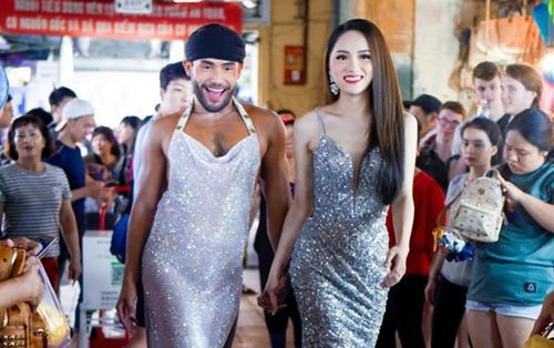 Ơn giời, clip Sinon Loresca - Hương Giang nắm tay catwalk 'càn quét' chợ Bến Thành đây rồi!