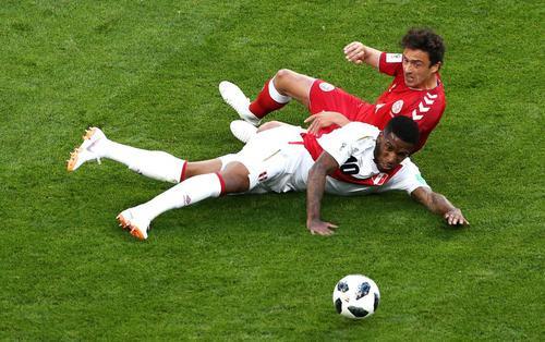 Bất lực trước Schmeichel con, Peru nhận 'trái đắng' trước Đan Mạch