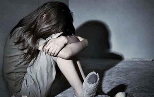 Nam thiếu niên 13 tuổi cưỡng hiếp rồi dùng dao cứa cổ bé gái được nhận xét là người ngoan hiền