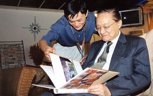Mối lương duyên sâu sắc giữa nhà văn Kim Dung và tỷ phú Jack Ma