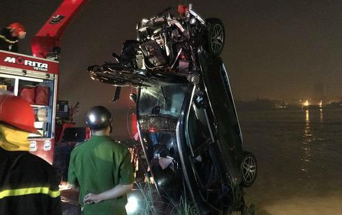 Xác định nữ chủ xe 29 tuổi tử vong trong vụ xe Mercedes lao xuống sông Hồng