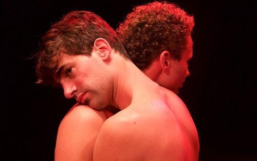'Paris 05:59': Đằng sau cảnh nóng đồng tính dài tận 18 phút là một câu chuyện tình đầy rung động của hai chàng trai