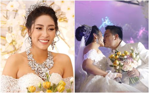 Hoa hậu Đại dương Đặng Thu Thảo không ngừng hôn chồng say đắm vào ngày cưới
