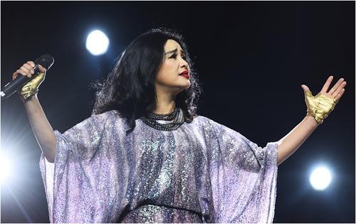 Liveshow Thanh Lam: 'Người đàn bà không tuổi' mạnh mẽ và cảm xúc