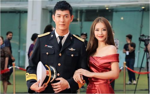 Khả Ngân khoe vai trần quyến rũ, sánh đôi cùng Song Luân trên thảm đỏ 'Asian Academy Creative Awards 2018'