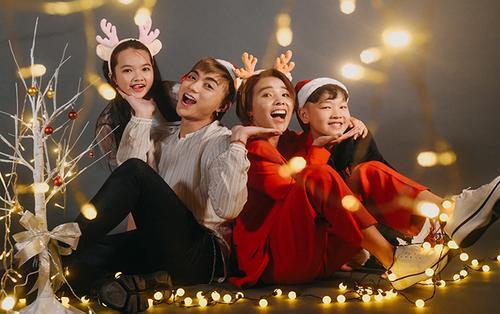 Vũ Cát Tường - Soobin Hoàng Sơn cùng trò cưng Anh Tuấn - Xuân Phương tung bộ ảnh Noel trước thềm Bán kết