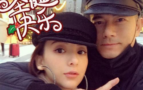 Ở tuổi 53, Quách Phú Thành vẫn trẻ trung soái ca, chụp ảnh với vợ siêu mẫu dịp Noel, chuẩn bị đón con thứ 2