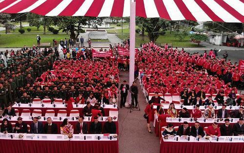 Gần 1000 sinh viên tham gia diễu hành 'Ngày chủ nhật đỏ' tại Đại học Bách khoa Hà Nội